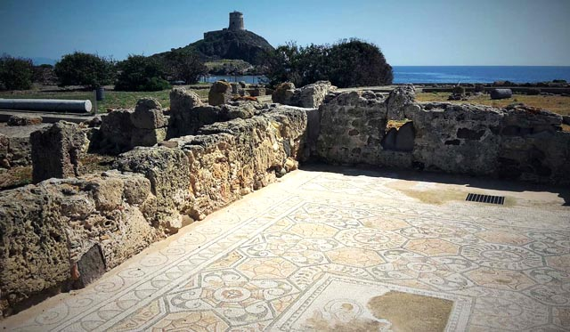 viaggi archeologici alle rovine di Nora mosaici casa dell'atrio tetrastiloi